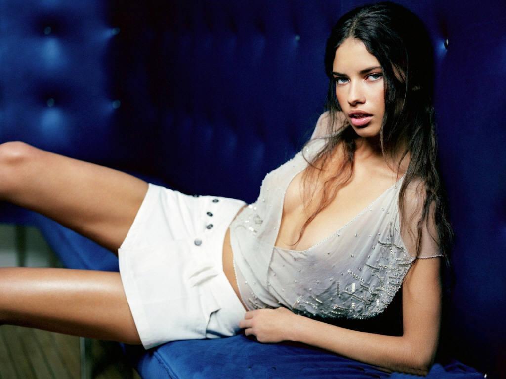 http://1.bp.blogspot.com/-WY8ikkBNvso/ThwynMfuRdI/AAAAAAAAABU/BhJ5911ZZ6c/s1600/Adriana-Lima-4.JPG