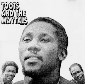 TOOTS AND THE MAYTALS LP COM A FAIXA REVOLUTION.