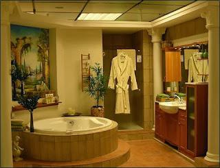 Badezimmer mit Frommholz und Marmor