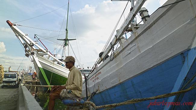 Marinero descansando en el puerto de Sunda Kelapa