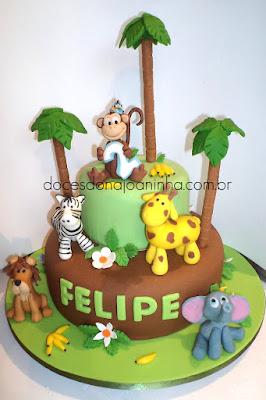 Bolo decorado Safári. Macaco entre palmeiras. Girafa, zebra, leão e elefante. Bananas.