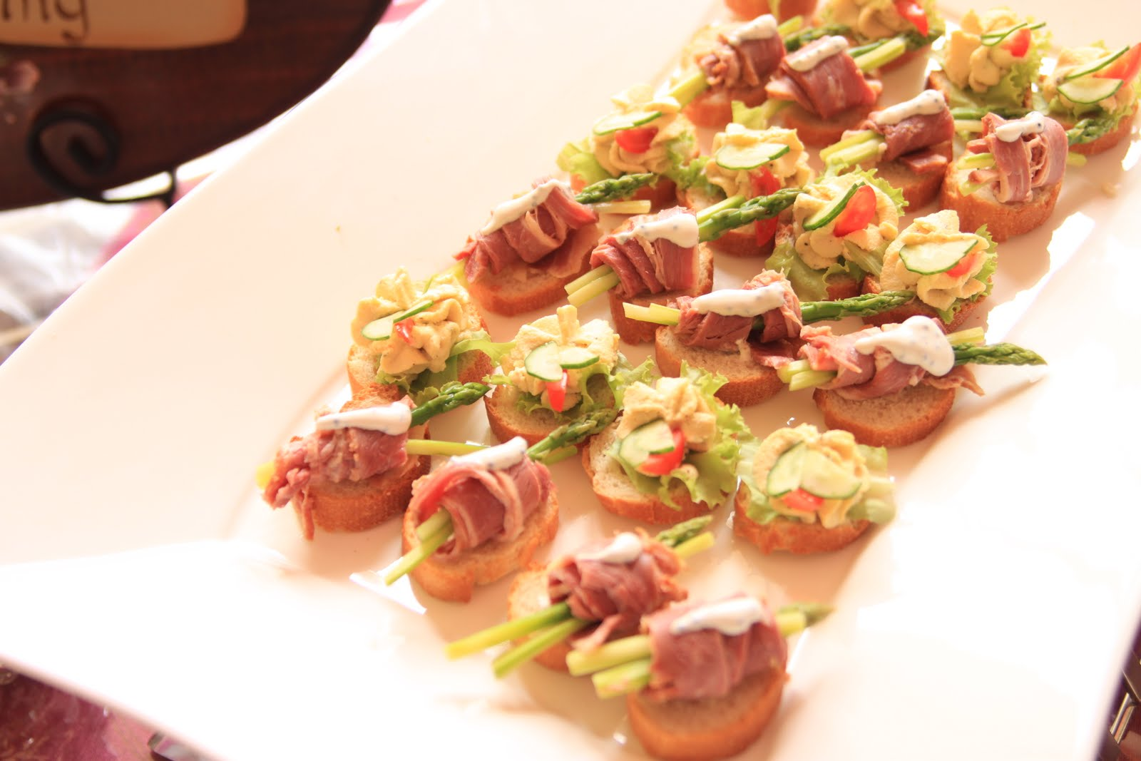Pws puteri wedding services exclusive canapes live station for Roast beef canape