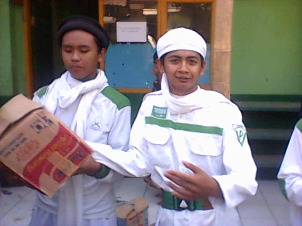 Laskar Fpi Ciparay Kabupaten Bandung Photo Bakti Sosial