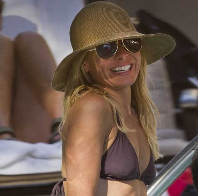 That kelly ripa nude oops upskirt pathetic fucker