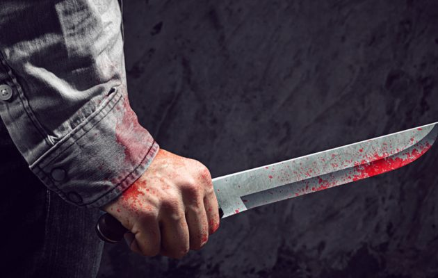 Σοκ! Μαχαίρωσε τη γυναίκα του μπροστά στο παιδί τους και αυτοκτόνησε