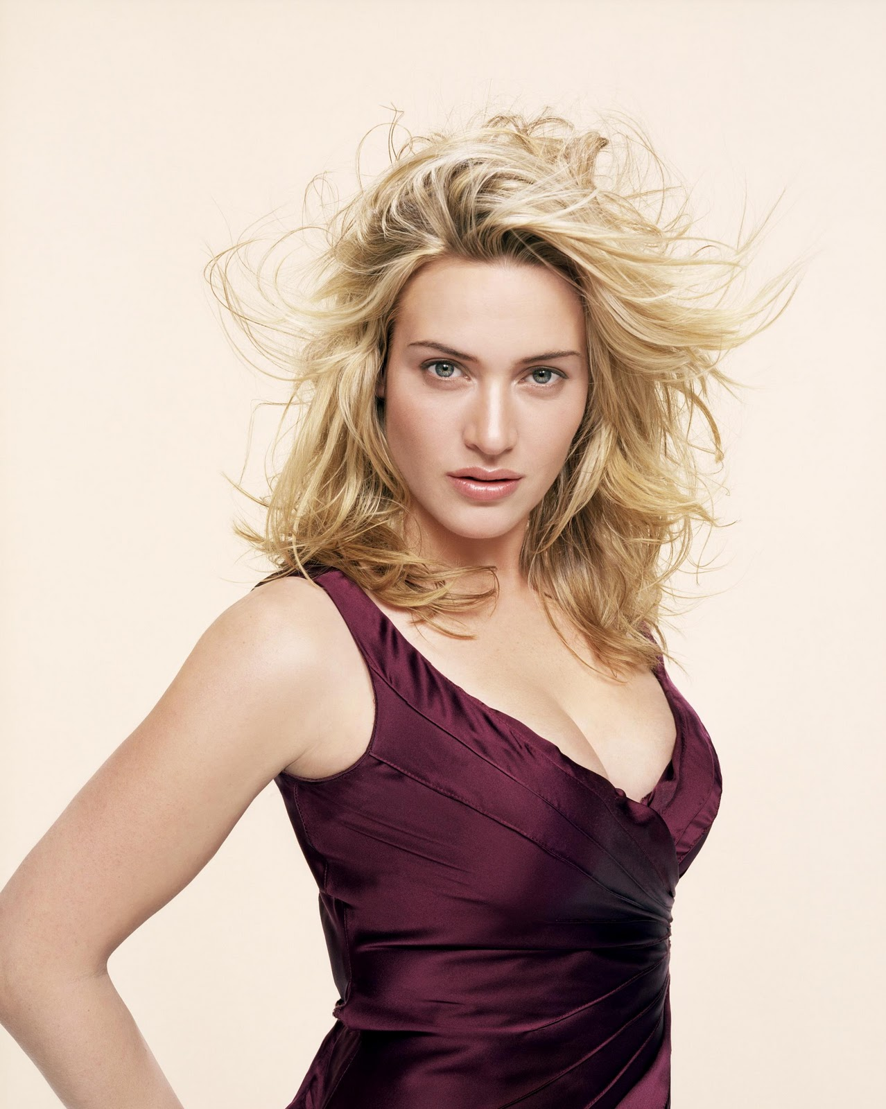 http://1.bp.blogspot.com/-WYnasquNyCE/ToojWp9YhkI/AAAAAAAAGIA/PWh5bjylR1M/s1600/Kate+Winslepics-hairstyles-Kate+Winslet+hot-titanic-wallpapers-gallery+%25289%2529.jpg