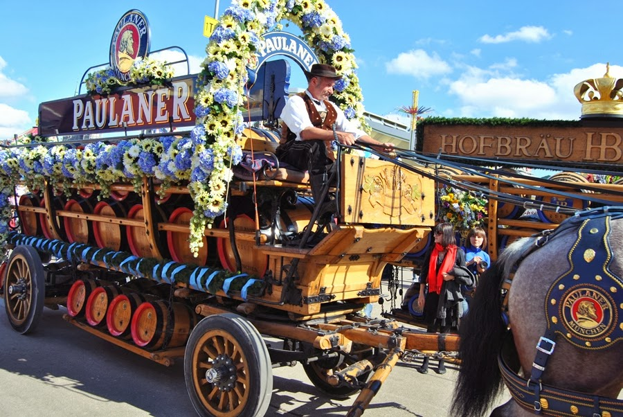Bierfass pferd oktoberfest