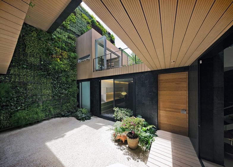 Exceptionnel Paul Cremoux Studio - Casa CorMAnca con giardino verticale esterno  DM11