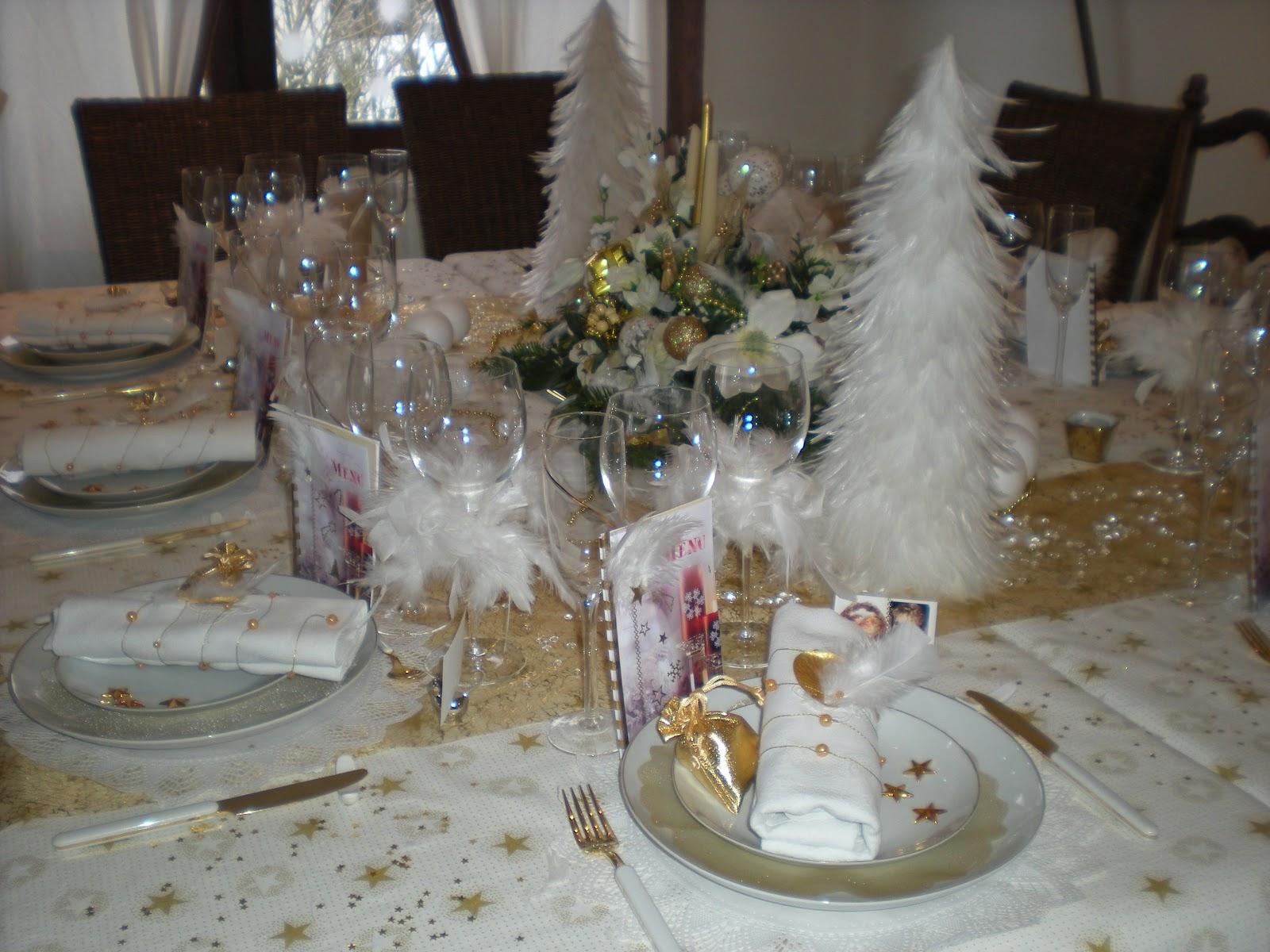 #7C664F Déco De Noël En Or Et Blanc . Déco De Table à Thèmes 6059 decoration de noel table blanc 1600x1200 px @ aertt.com