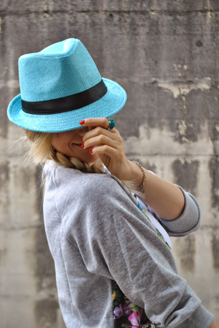 cappello in paglia celeste come abbinare il cappello abbinamenti cappello in paglia outfit casual primaverili mariafelicia magno fashion blogger colorblock by felym milano blog di moda blogger italiane di moda fashion bloggers italy blondie girl how to wear hat blue hat spring outfit outfit maggio 2015 outfit primaverili sporty look outfit primaverili casual