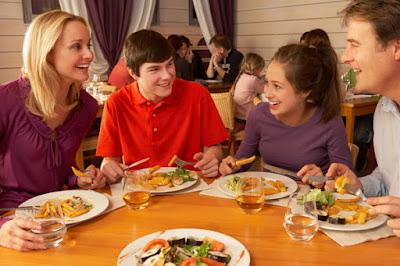 Kado Ulang Tahun untuk Ibu - Ajak Makan di Luar