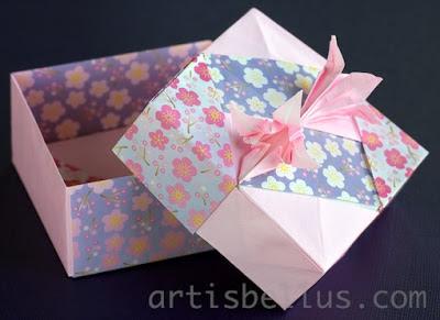 Origami Boxes: Square Box - Lily