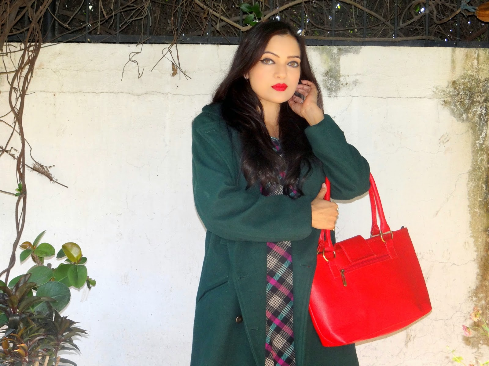 Green coat, red lips- OOTD - Chamber of beauty