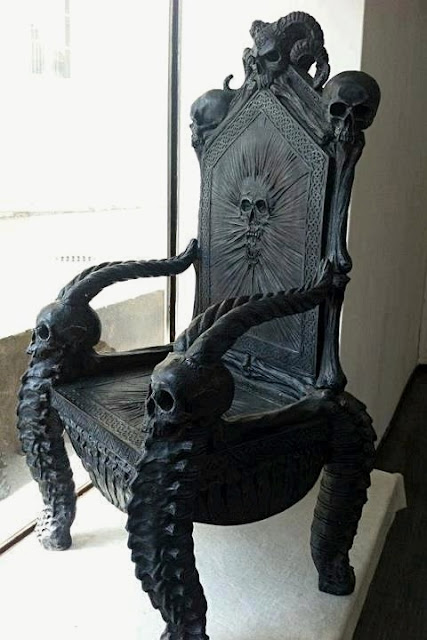 Skull 'throne' chair