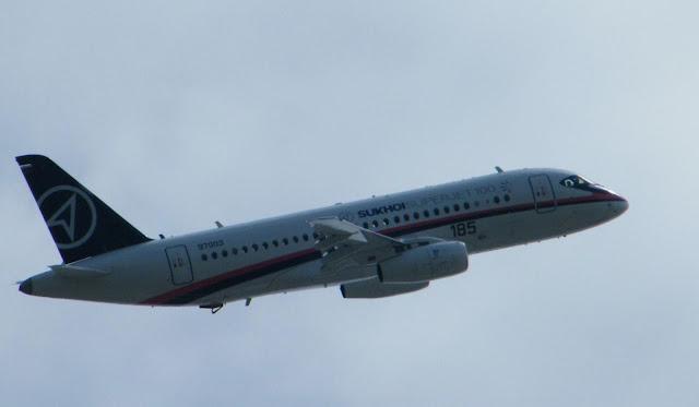 Pesawat Sukhoi Superjet 100
