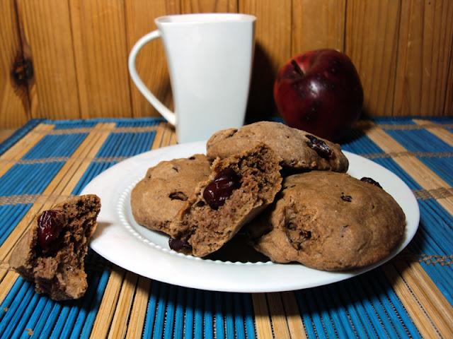 Szybkie ciasteczka żurawionowo-kakaowe