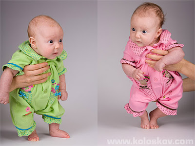 Beautiful twin babies pictures