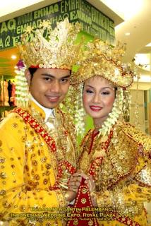 Pakaian Adat Tradisional Sumatera Selatan