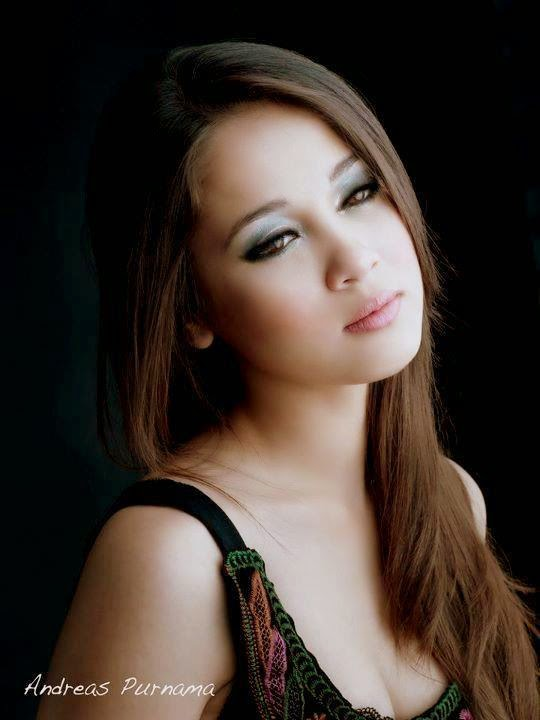 Gambar Super Hot Emma Maembong Yang Tidak Pernah Korang Lihat