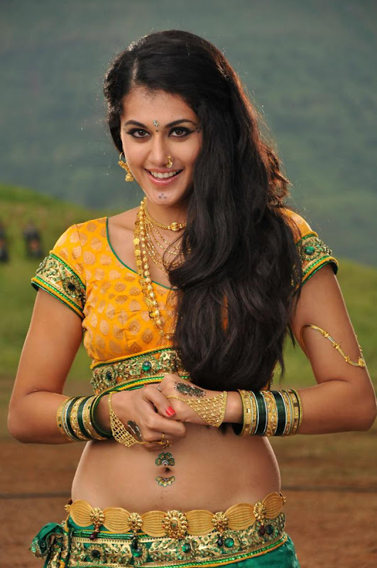 Tapsee in Traditional South Indian Dress, Tapsee Stills from Photoshoot