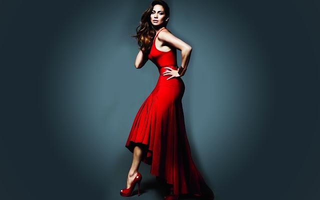 Mujeres con Vestidos Foto de Una Hermosa Chica con un Vestido Rojo