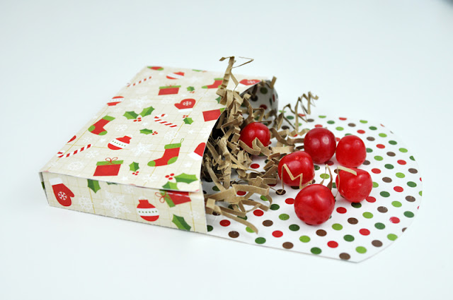 Christmas Die Cut Boxes. Uses the Silhouette Cameo to cut the boxes. Created by Jen Gallacher.