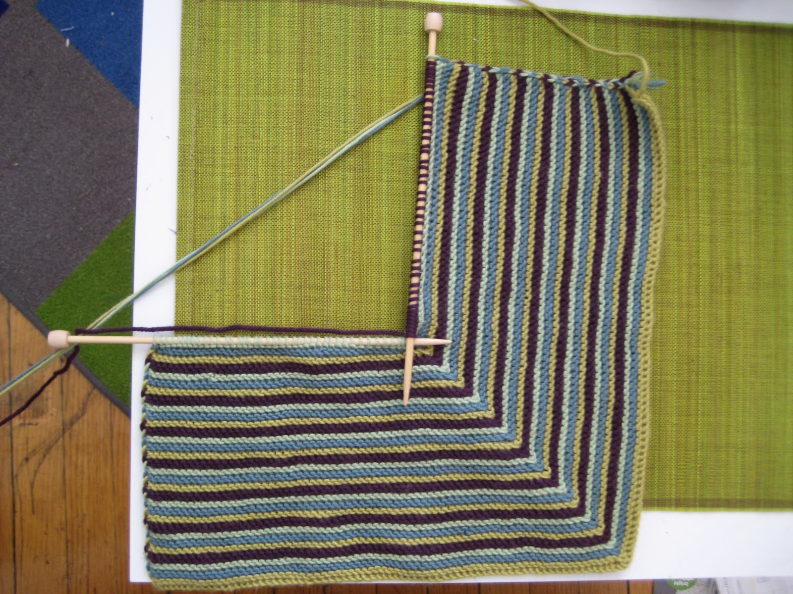 Sk2p Stitch In Knitting : SchizoArt: Domino Knitting Hyde Park Pillow