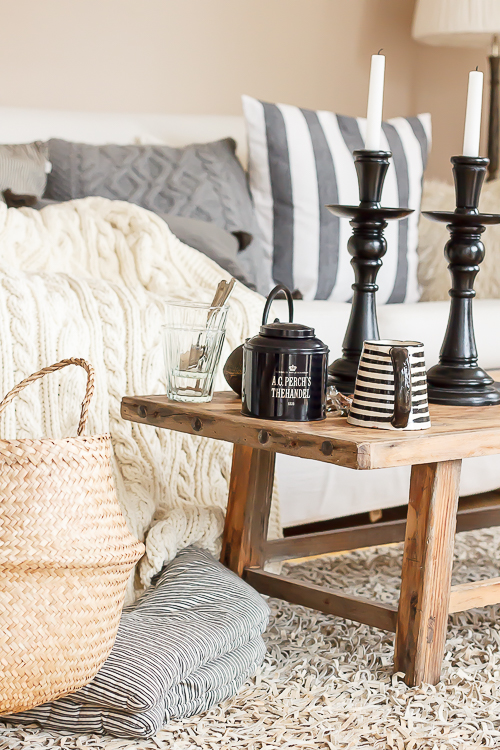 Amalie loves Denmark - Strickdecke aus heller Baumwolle mit Zopfmuster