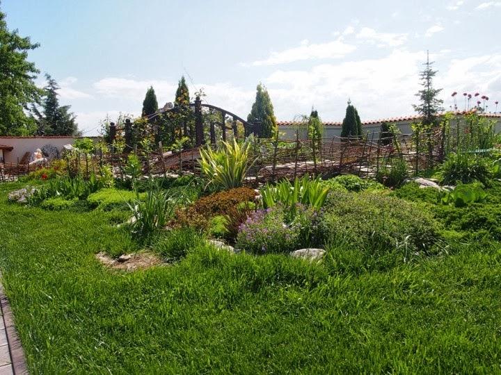 Мостче градина с декоративни скалички 3
