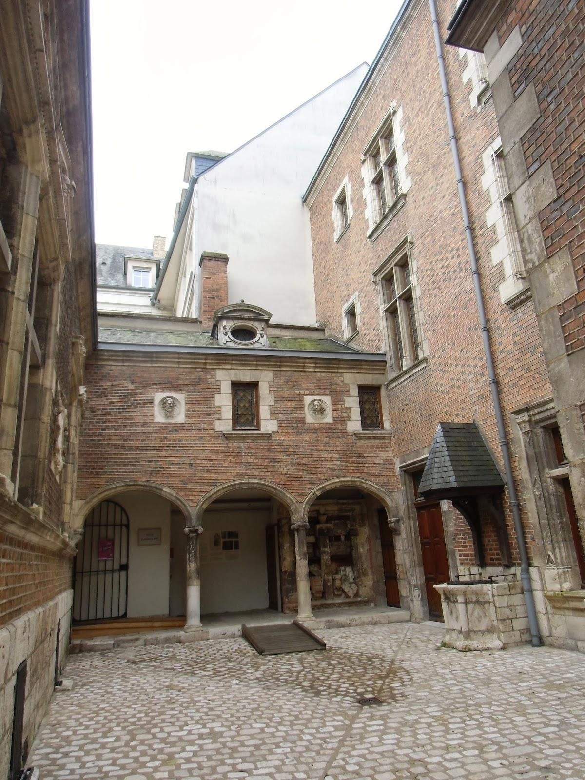 La rte le p re d 39 ulysse square abbe desnoyers orleans for Orleans loiret