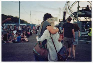 El amor se mide por la cantidad de veces que sonríes estúpidamente a solas♥