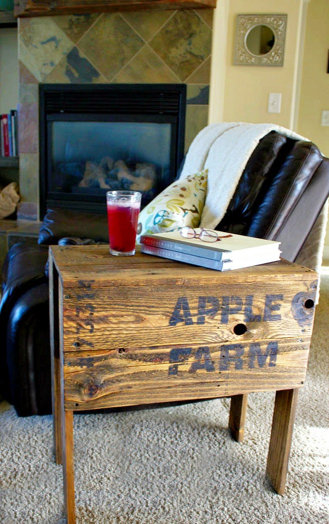 crate, stencils, fusion mineral paint, side table, pallet wood, reclaimed, http://bec4-beyondthepicketfence.blogspot.com/2015/04/apple-farm-crate-table.html