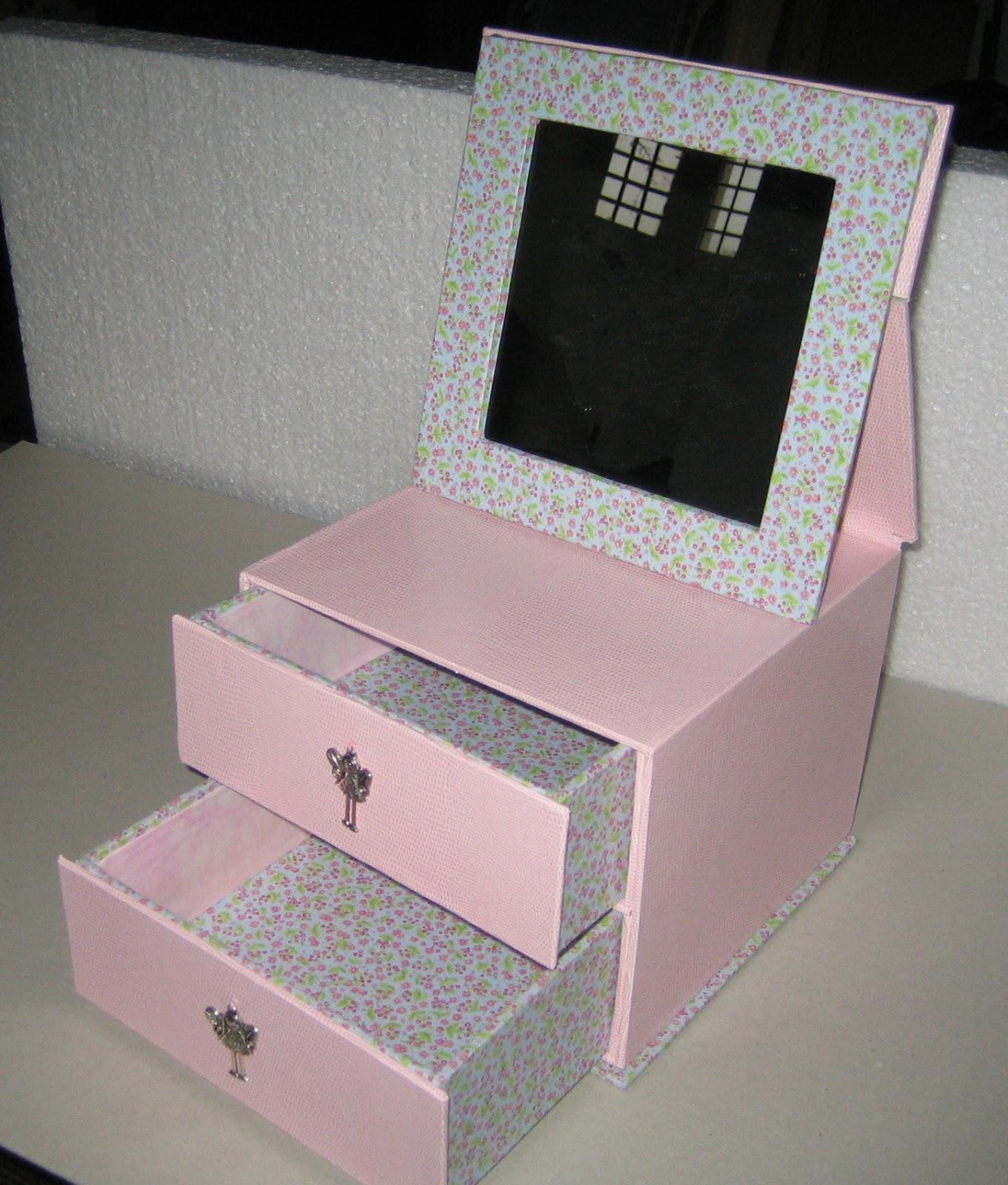 cartonnage passion bo te bijoux pour petite fille coquette. Black Bedroom Furniture Sets. Home Design Ideas