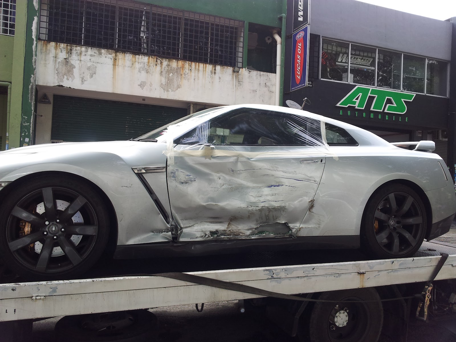 Injured Nissan Gtr R35 Chassis Repaired Auto Trans