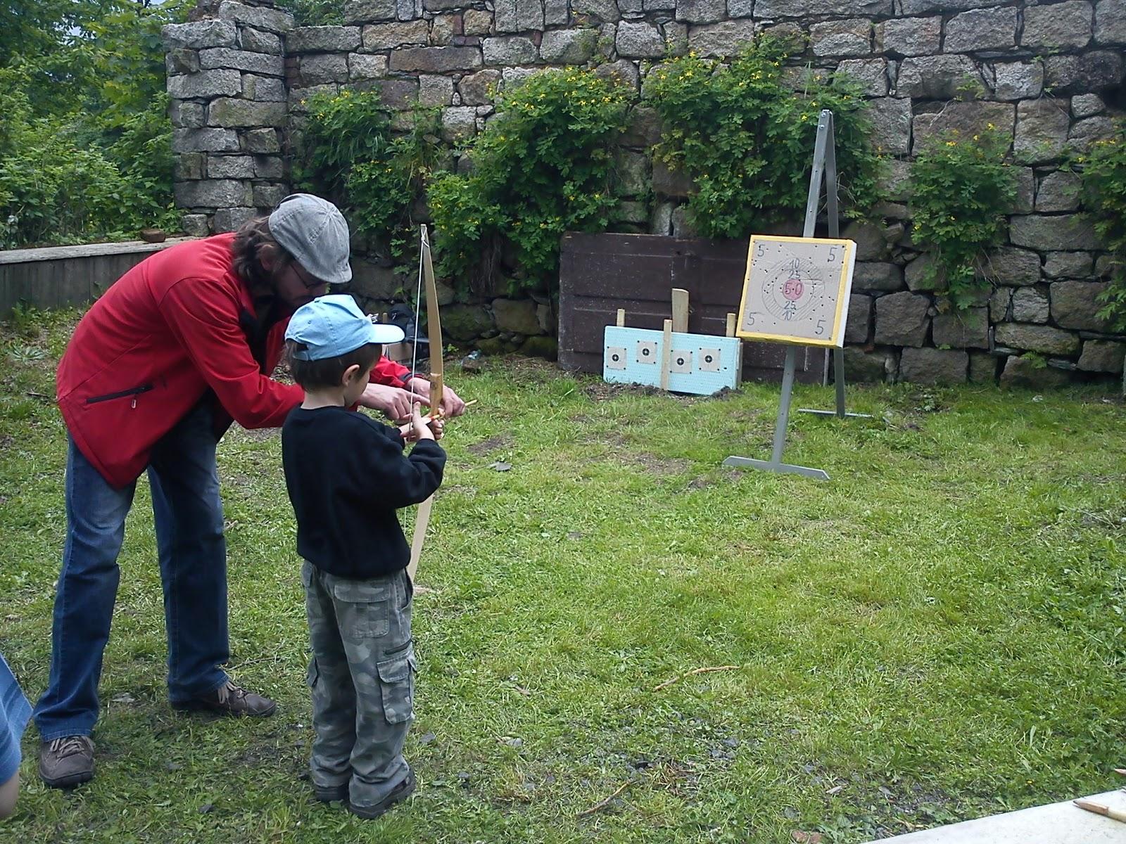Dětský den na Krásné 2013 - střílení na terč