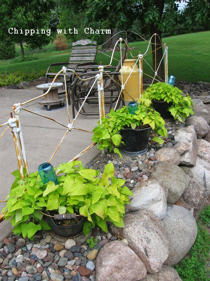 Chipping with Charm: Ball Jar Solar Lights...http://chippingwithcharm.blogspot.com/