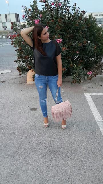 outfit nero e rosa cipria