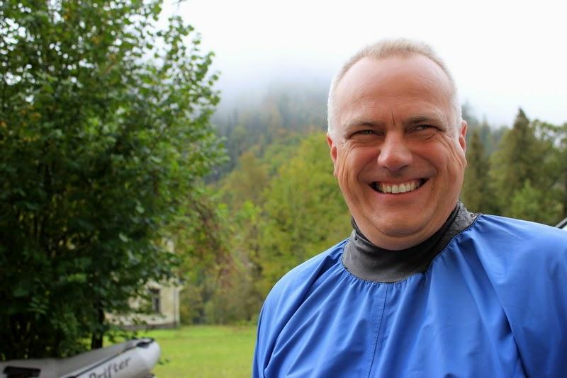 A hétvége értelmi szerzője - Dr.Willner Péter a sebészetünk részlegvezetője. Kaján nevetése a kezdők ügyetlenkedéseinek szólt.