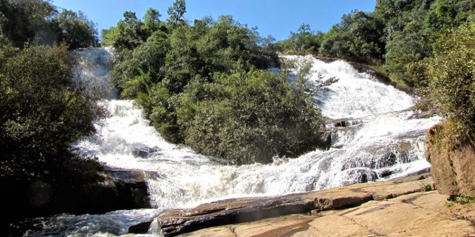 Picos e trilhas em Bueno Brandão