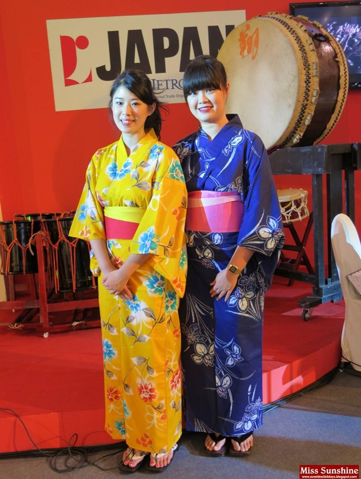 http://1.bp.blogspot.com/-WcyYKU8w75Q/UBBdOjosWjI/AAAAAAAALLI/S8Gt4OhC9j4/s1600/Tokyo+Street+Anni+2.jpg