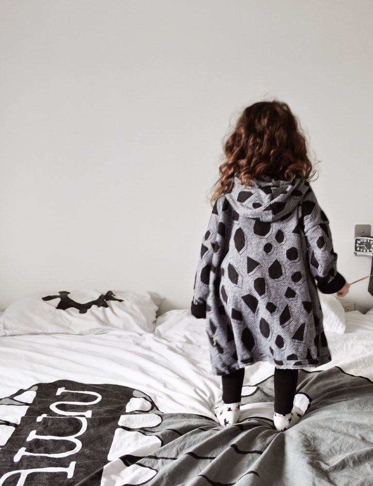 Oversize hoodie by Mainio Clothing and Life Modern bed sheets