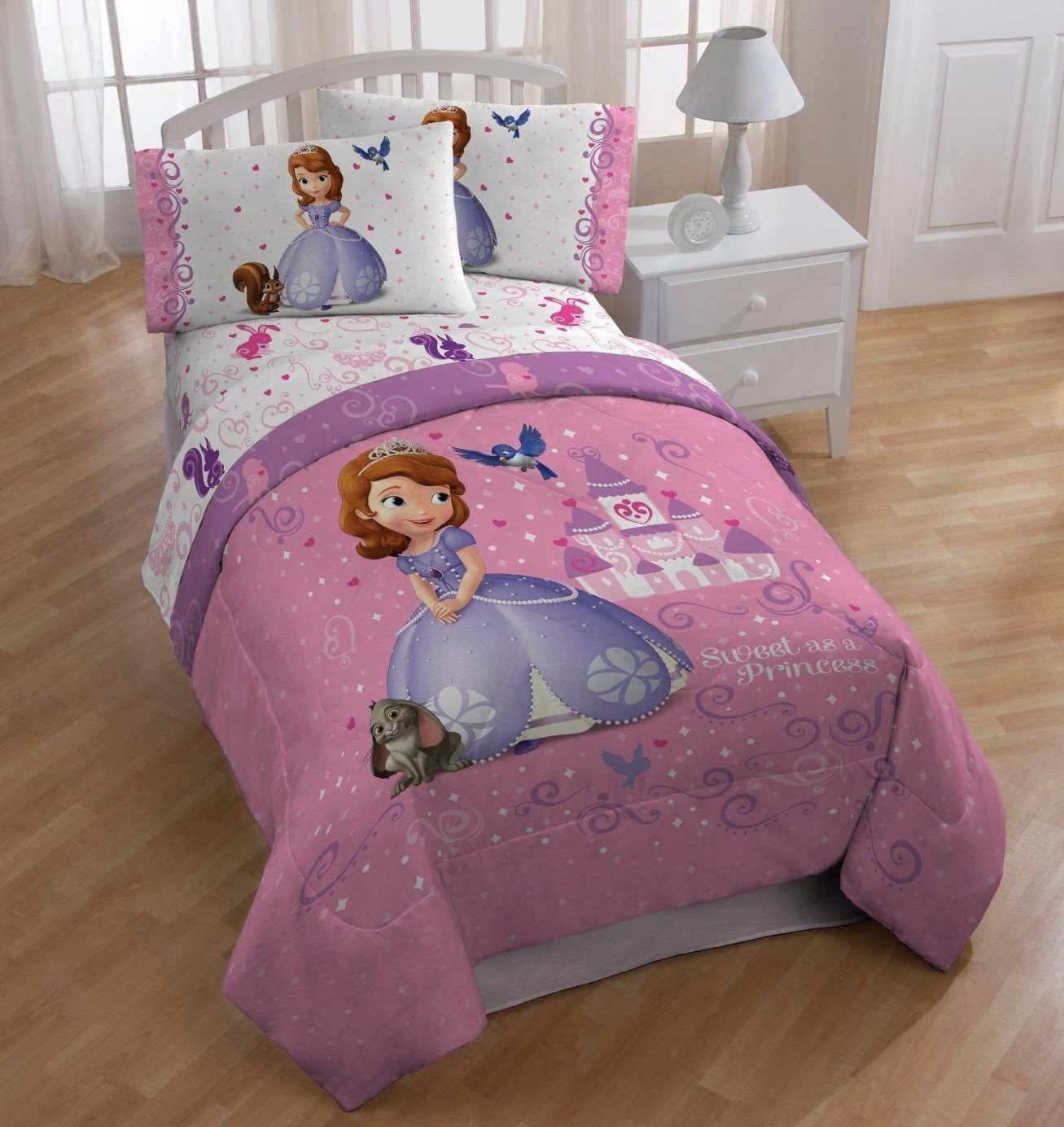 Bedroom Decor Ideas and Designs: How to Decorate a Disney\'s Sofia ...