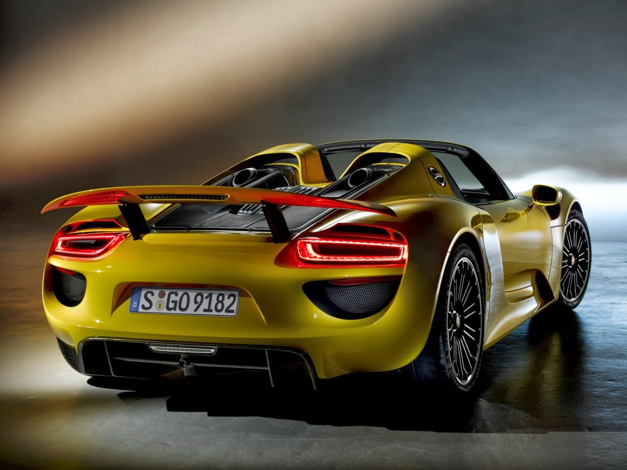 porsche 918 spyder looks slick in yellow. Black Bedroom Furniture Sets. Home Design Ideas