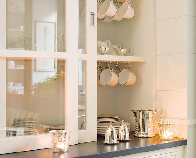 Brina 39 s dream kitchen - Como decorar una vitrina de comedor ...