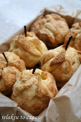 gruszki w ciescie kruchym, gruszki gotowane w syropie, deser z gruszkami, ciasto z gruszkami