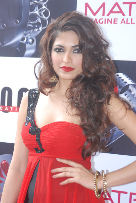 parvathy omanakuttan at matrix fashion cute stills