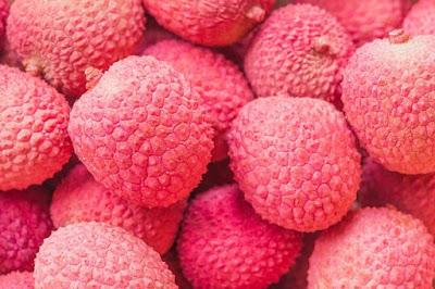 Buah leci segar dan manis kaya manfaat untuk kecantikan