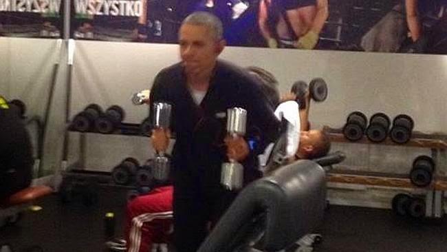 Obama bersenam dalam gimnasium