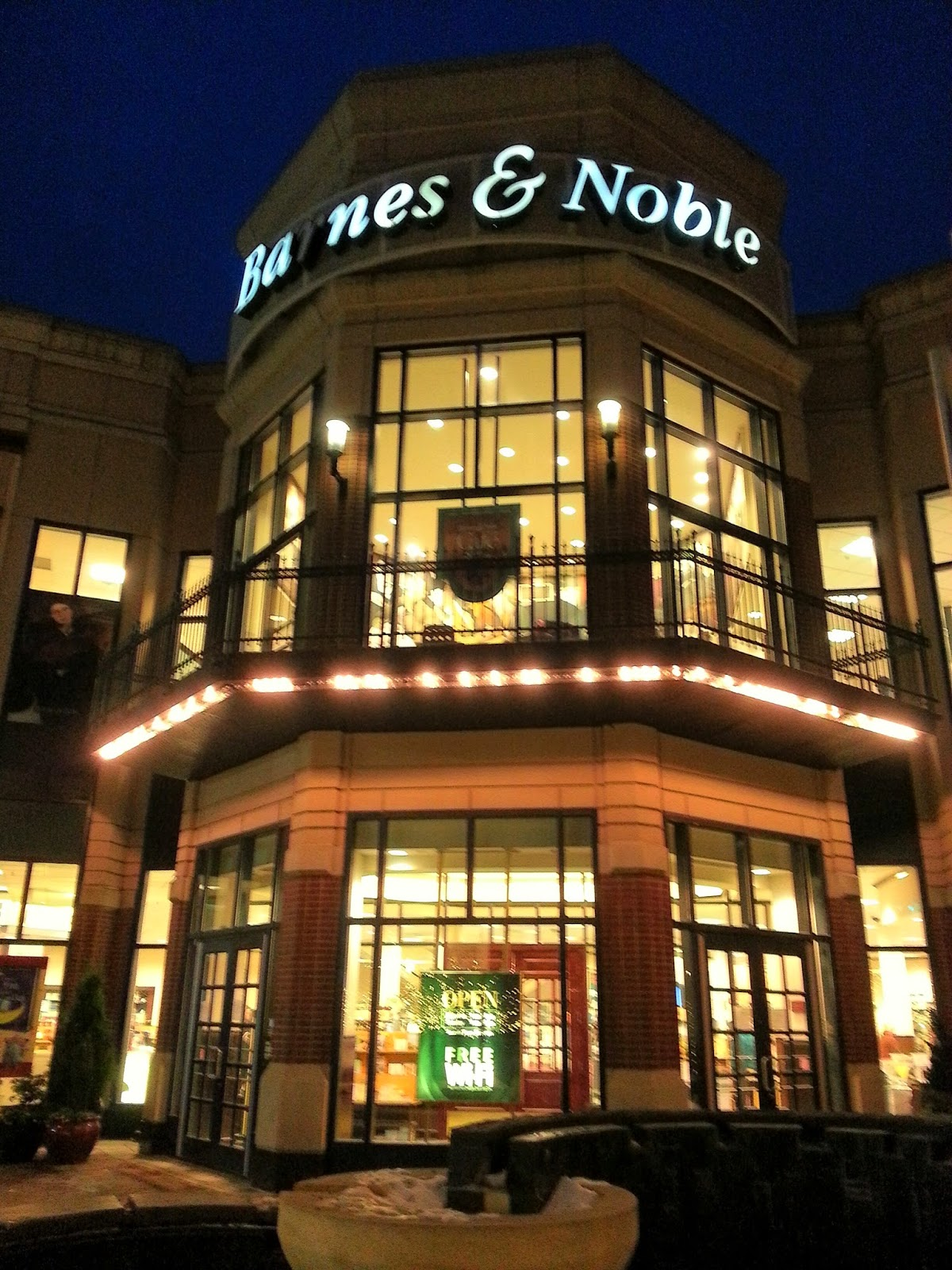 Robert Dyer @ Bethesda Row: NEW HOURS AT BARNES & NOBLE SUGGEST ...