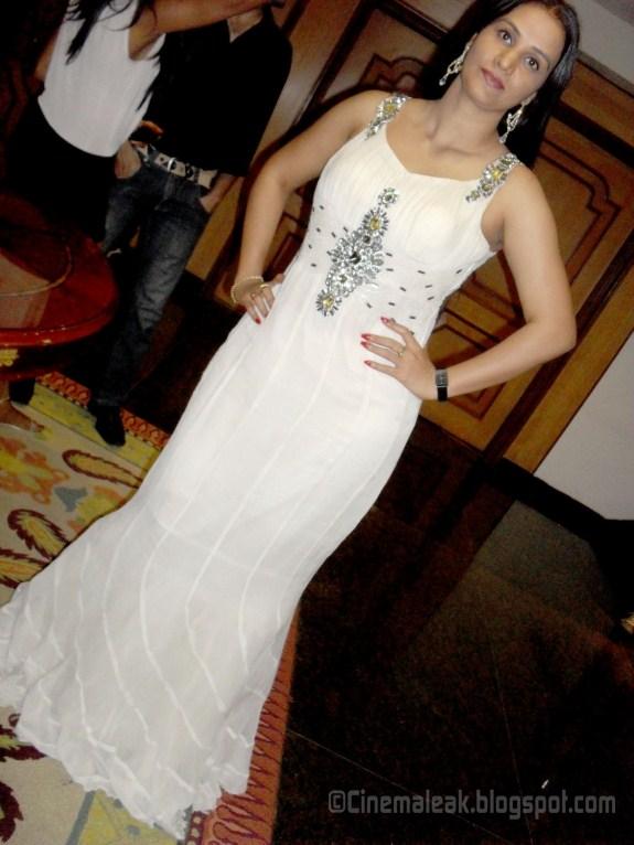 Tags : Apoorva in saree hot pictures , Apoorva aunty , Apporva navel ...